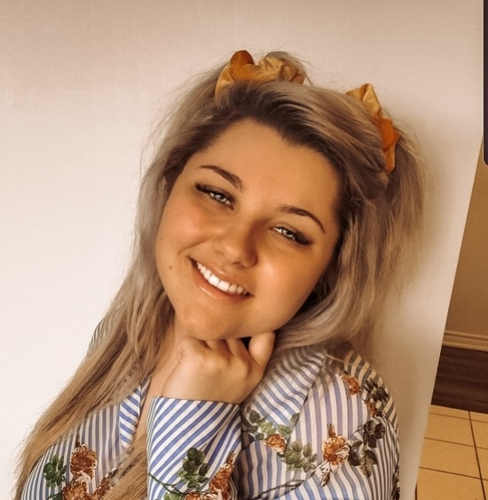 Blogger Emily  Mackinnon - Plus-size influencer.