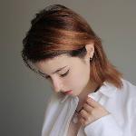 Bloger     Dakota SRiquelme - Music and fashion influencer.