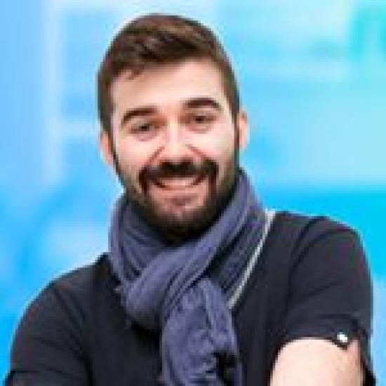 Blogger    Cristian Montesinos Alonso - Diseñador Digital Senior