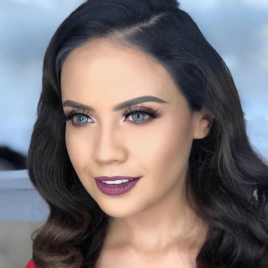 Showmb : Influencer Platform -  Alejandra Guevara - Influencer.