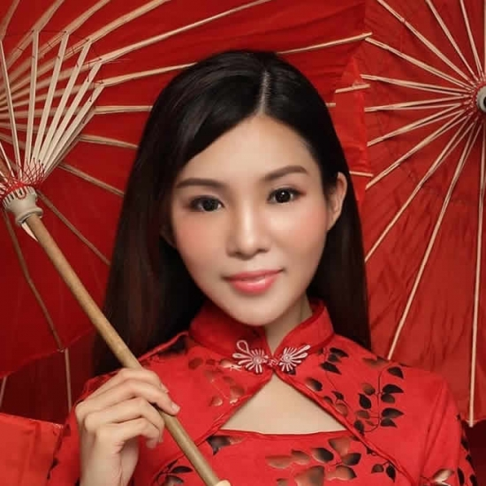 Showmb: Influencer Platform -  Sieni Farawati - Chinese Old Song singer