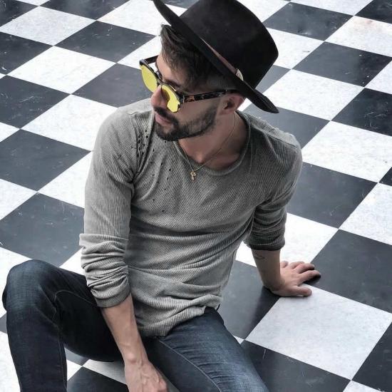 Blogger     Gabriel Moreno - Content creator.