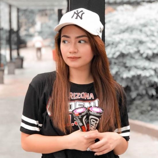 Blogger     Alynna Valbuena - Influencer at Bloggger.