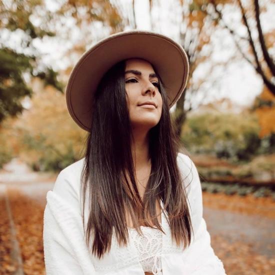 Blogger Tori Puras - Blogger.