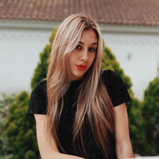 블로거     Camila Kranevitter - Model.