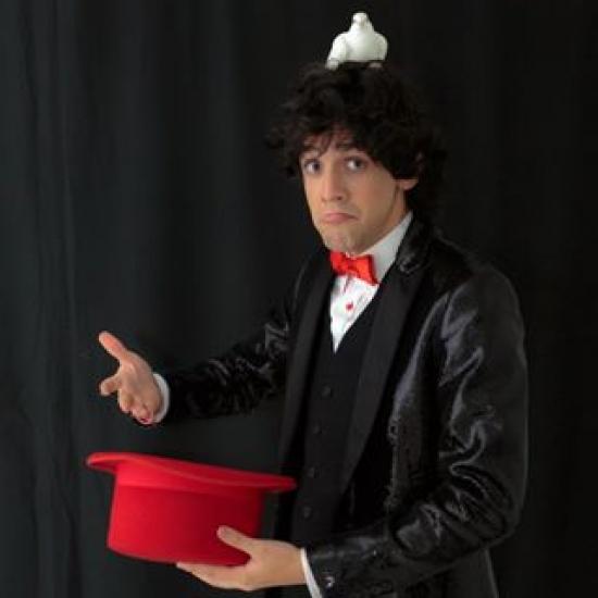 Camilo Pardo Mago - Mago y comediante.