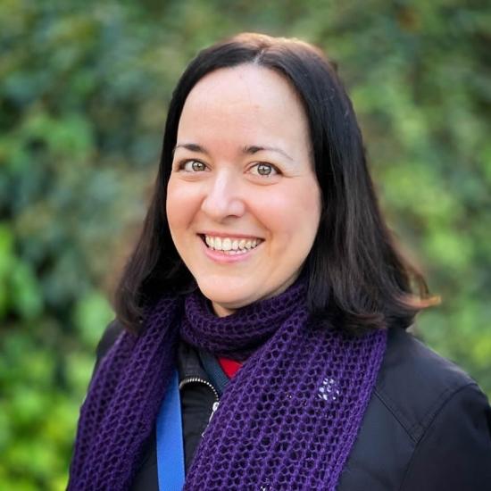 Blogger Elena Santos - Youtuber de tecnología.