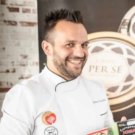 블로거   Alfonso Escolar - Chef and former footballer.