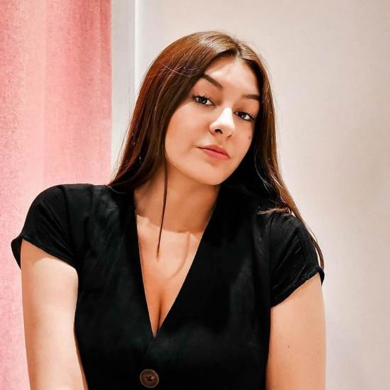 Blogger    María Gracia Peña - Fashion designer.