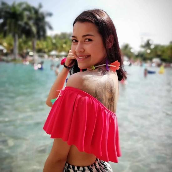 Karen   Santana  (Karensssantana)