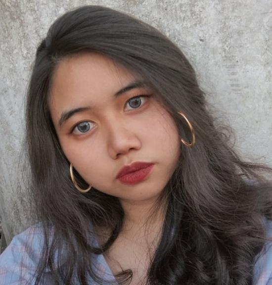 Blogger    Julie Villafuerte - Fangirl.